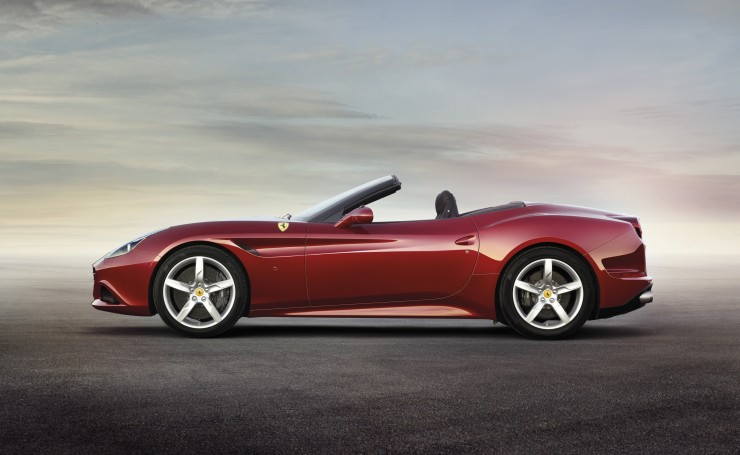 2014 Ferrari California T сбоку