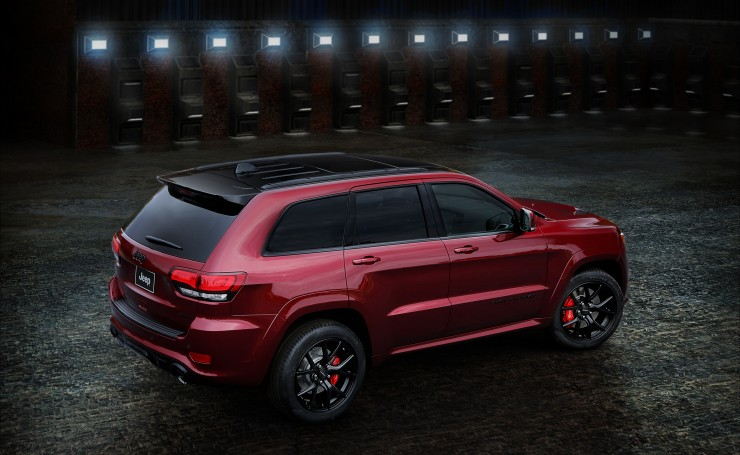 2016 Jeep Grand Cherokee SRT Night вид сзади