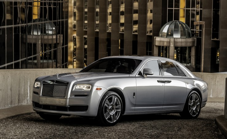 Серебристый Rolls-Royce Ghost
