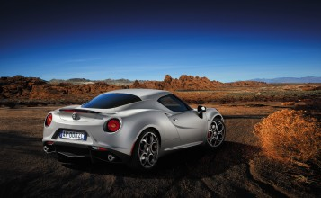2013 Alfa Romeo 4C Launch Edition вид сзади