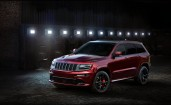 2016 Jeep Grand Cherokee SRT Night вид спереди
