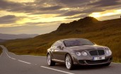 Bentley Continental GT на загородном шоссе