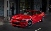 Красный Dodge Charger SRT 2017