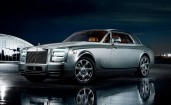Серебристый Rolls Royce Phantom Купе