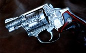 Узорчатый револьвер Smith & Wesson